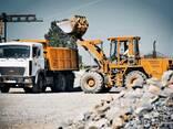 Доставка ( продажа) песка, гравия, земли, строительных грузов, ПГС. Вывоз мусора. - фото 1