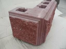 Блок угловой бетонный колотый с трёх сторон для столбов