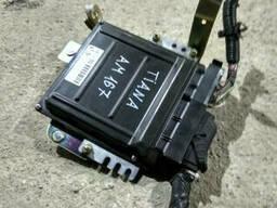 Блок управления двигателем на Nissan Teana J31
