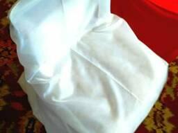 Чехлы на стулья в аренду на прокат белые красные