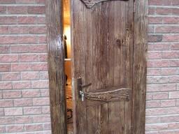 Двери под старину брашированные