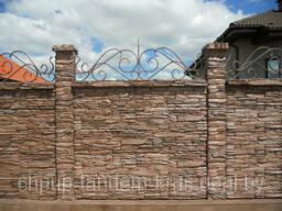 Двухсторонний бетонный забор комб. с кованным изделием
