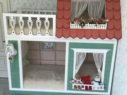 Двухъярусная кровать-домик.