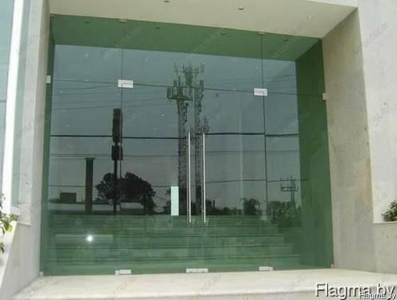 Фасадные двери из стекла