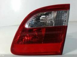 Фонарь крышки багажника правый Mercedes E W211