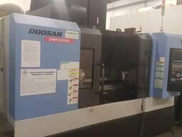 Фрезерний станок с ЧПУ Doosan DNM 650