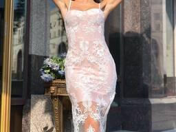 Изысканное платье-бандаж, выполненное из французского кружева.