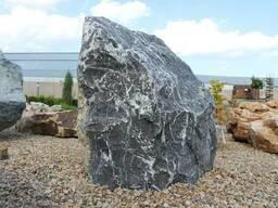 Камень для ландшафта. Валун Черный