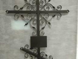 Крест металлический . Стол лавочка. Ограды металлические.