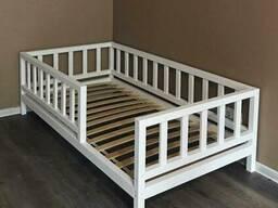 Кровать детская из массива сосны на заказ.