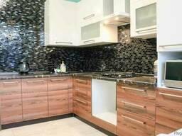 Кухни с комбинированным фасадом