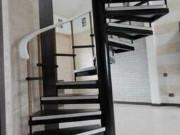 Лестницы из дерева на заказ. Любые формы и размеры.
