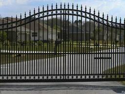 Металлические распашные ворота с элементами ковки #1