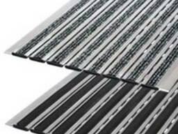 Модульные алюминиевые решетки с грязезащитными вставками.
