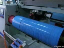 Нарезка самоклеющихся лент и упаковочных материалов.