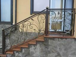 Перила для лестниц кованные, из металла, деревянные.
