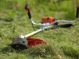 Покос травы, бурьяна профессиональным триммером. Быстро, , качественно.