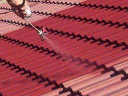 Покраска крыши дома