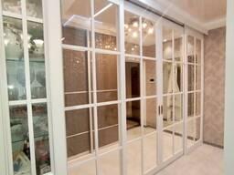 Раздвижная стеклянная перегородка для зонирования пространства