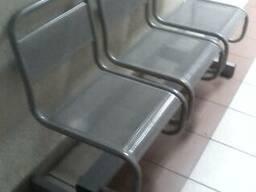 Секция металлических перфорированных сидений