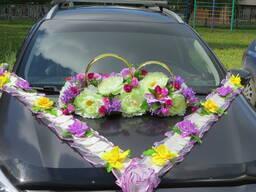 Шикарная композиция для свадебного авто