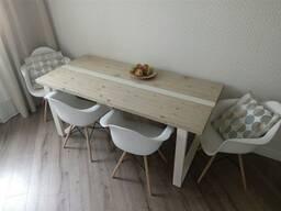 Стол с белой полосой