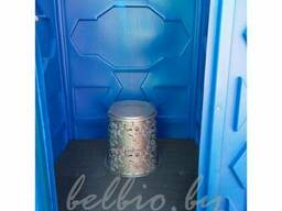 Туалетная кабинка под выгребную яму со стульчаком. Биотуалет