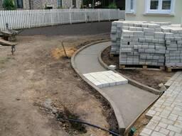 Укладка тротуарной плитки, благоустройство территории.