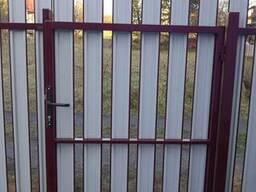 Забор из металлического штакетника - фото 5