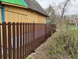 Забор из металлического штакетника - фото 1