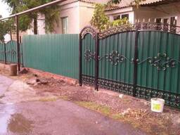 Забор из металлопрофиля профнастила сетки рабица