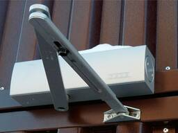 Замена дверной фурнитуры (Глазки, Доводчики, Ручки)